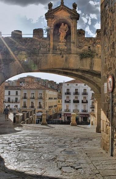 Totally Spain Extremadura 2014 Caceres Arco de la Estrella