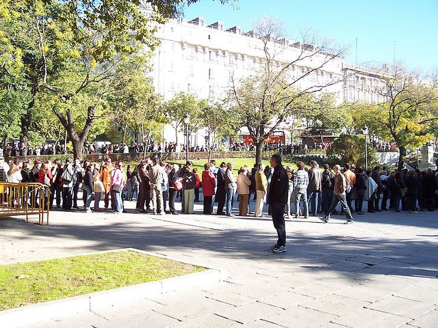 queues lines waiting museums tickets online Spain