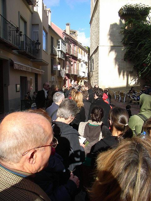 queues lines waiting tickets pre-booking online Spain