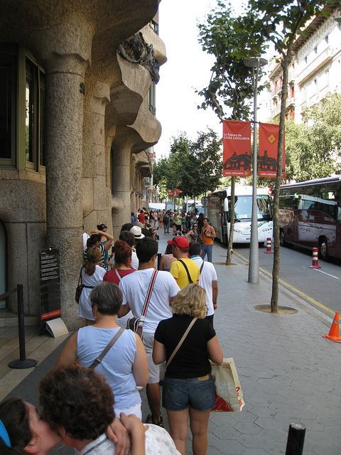 queues lines waiting pre-booking Spain Gaudi museum tickets in Spain