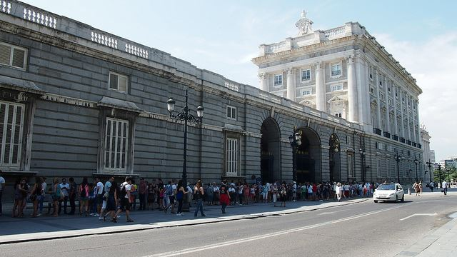 queues lines avoid online pre-booking Spain