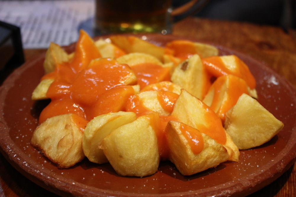 Spanish, Meals, eating, children, tapas, patatas bravas, eating out with your family in Spain