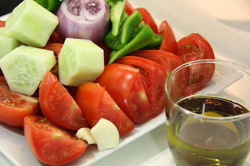 cold soup tomatoes cucumber onion peppers 10 Unmissable Dishes in Spain