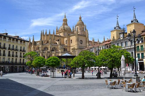 Segovia aqueduct alcazar cathedral plazas Ribera del Duero