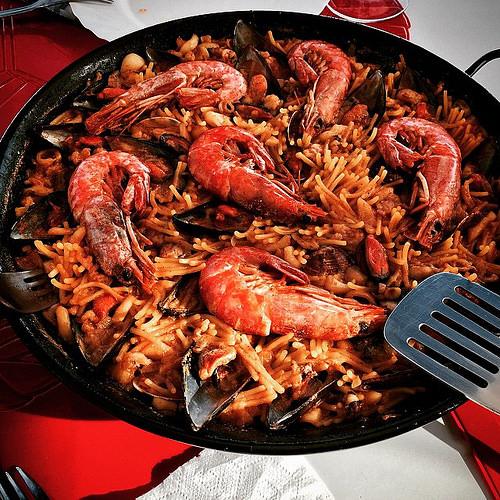 paella rice noodles fideua Spain Valencia paellera